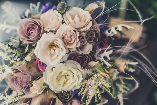 How Can You Make Your Wedding Beautiful By Adding Flower?